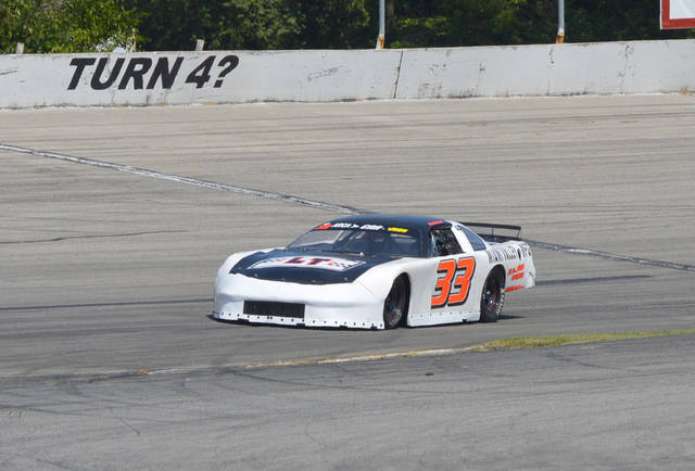 Cody Robinson (33) of Kettering claimed his second consecutive Gem City Auto Racing series Late Model feature win, Aug. 27 at Kil-Kare Raceway in Xenia.